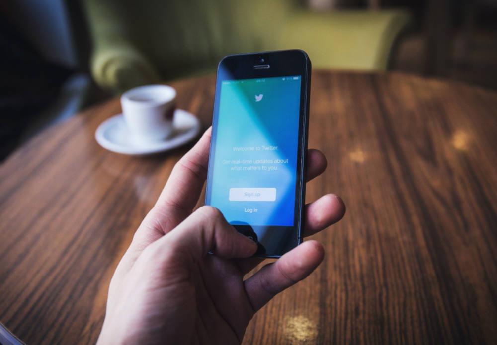 Snapchat : après Twittter, le réseau bannit Trump